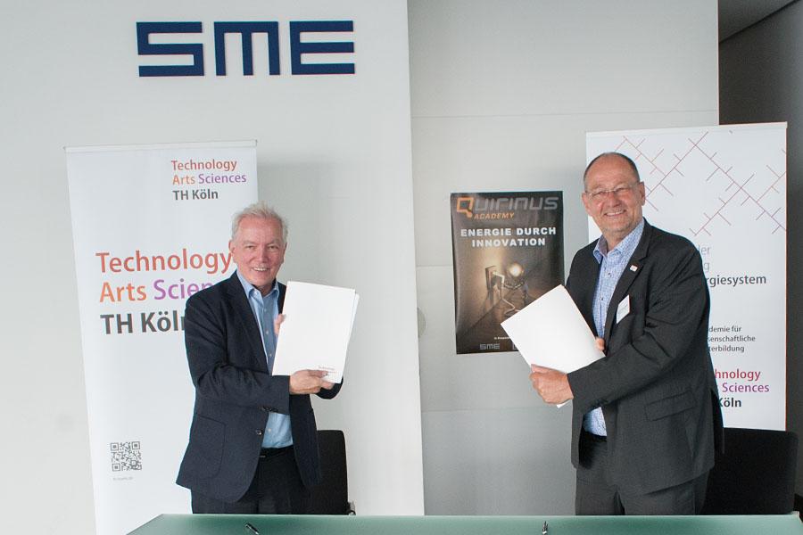 Kurt Vetten (SME) und Prof. Dr. Stefan Herzig, Präsident der TH Köln bei der Unterzeichung des Kooperationsvertrages